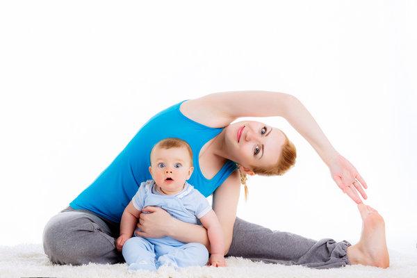 Растяжка с грудным ребенком
