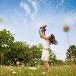 Во сколько лет лучше рожать первого ребенка, и существует ли идеальный возраст для родов