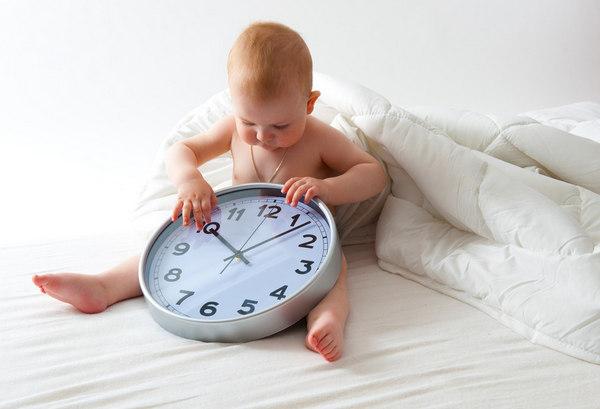 Ребенок с часами режим