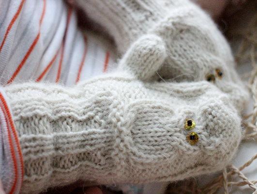 Детские варежки с совами спицами