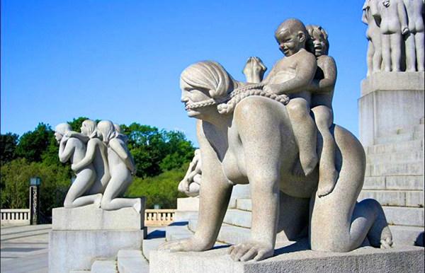 Знаменитая скульптура в центре Норвегии
