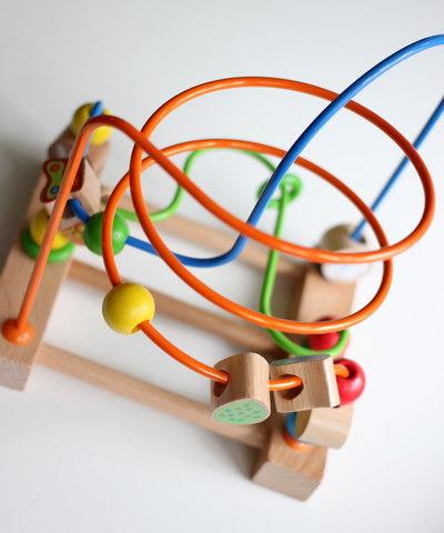 Деревянная развивающая игрушка лабиринт