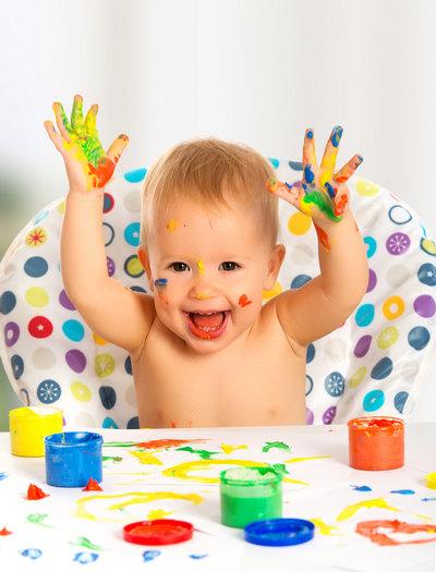 Ребенок и пальчиковые краски