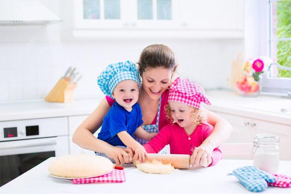 Мама готовить с детьми