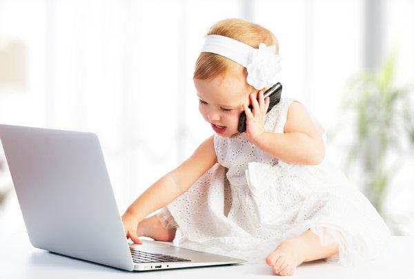 Самостоятельный ребенок за компьютером