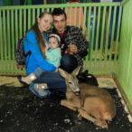 С ребенком в контактном зоопарке