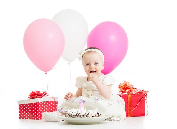 Ребенку 1 годик - первый День Рождения малыша
