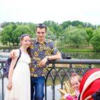 Семья на прогулке в Царицыно