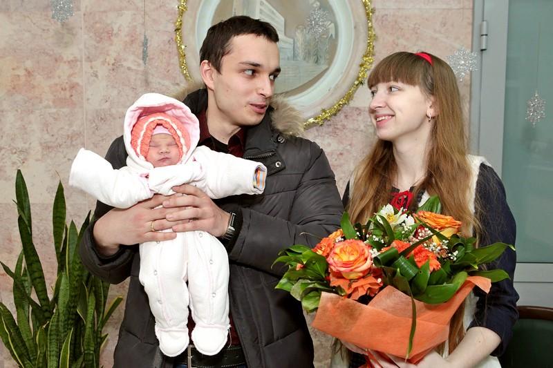 Семья с новорожденным ребенком
